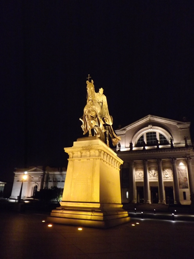 Apotheosis of St. Louis Statue at night Outside of The Saint Louis Art Museum