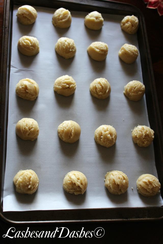 Almond Meltaway Cookies via LashesandDashes